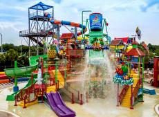 The opening of the first water park in Xinjiang